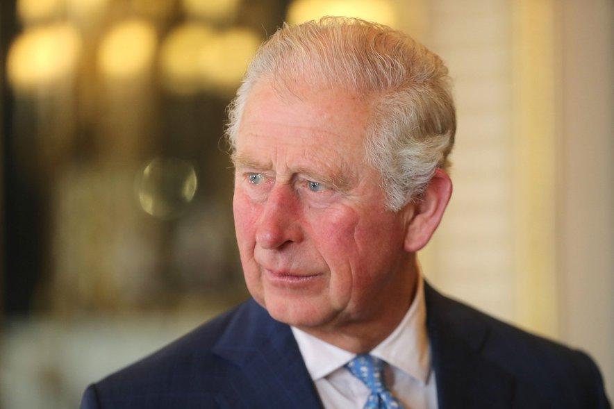 Princ Charles dela od doma in se počuti dobro.