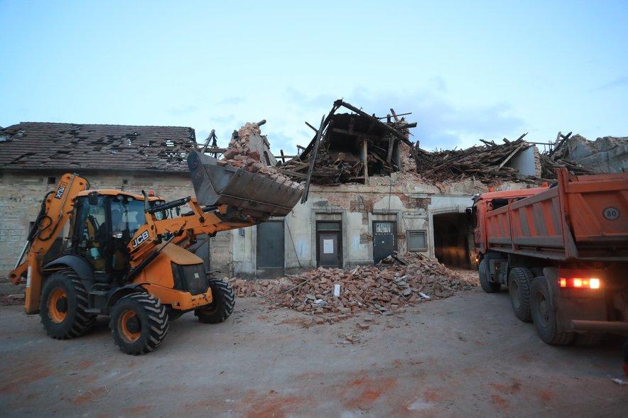 Tudi strokovnjaki ocenjujejo, da popotresna gradnja ni bila izvedena v skladu s pravili stroke.