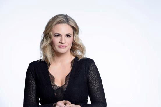 Prvo sezono resničnostnega šova Ugodno oddam sina vodi Irina Čulinović.