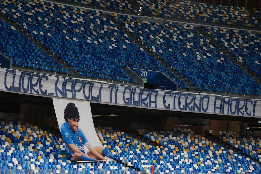 """V Neaplju tudi po smrti legendarnemu Argentincu izkazujejo """"večno ljubezen"""". Po njem so poimenovali tudi stadion San Paolo, na katerem je preživel najuspešnejša leta kariere."""