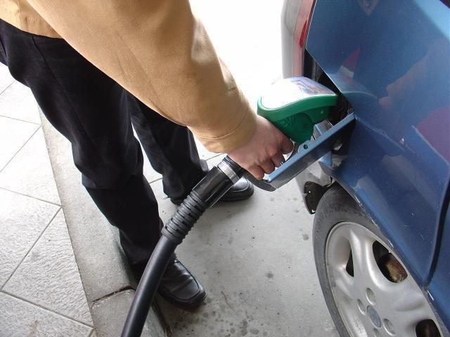 Ceni glavnih dveh energentov še naprej ostajata en evro za liter.