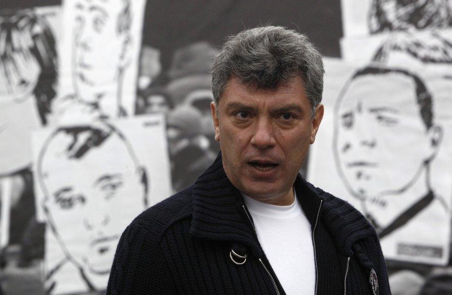 Boris Nemcov je na zadnji petkov večer v februarju v Moskvi med sprehodom padel pod smrtonosnimi streli v hrbet.