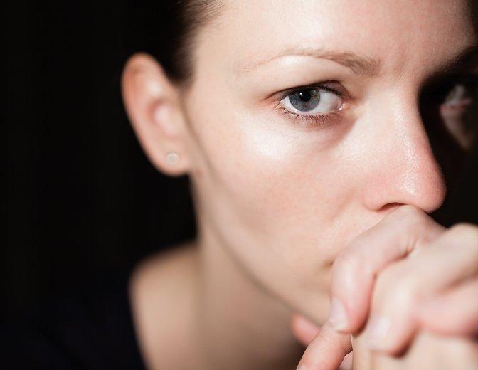 Izredno vlogo pri okrevanju pa igra to, da žrtev dobi (tudi če leta kasneje) sploh priložnost, da svojo izkušnjo podeli s sočutnim poslušalcem in s tem odloži del svojega bremena, ki ga ponavadi nosijo same.
