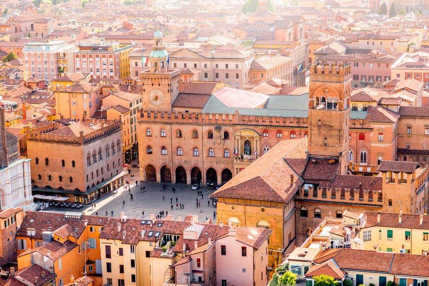Izgubite se v starih ulicah Bologne.
