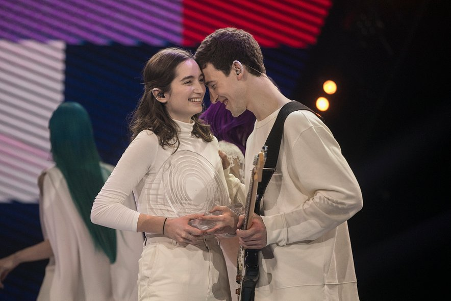 Potem ko so bile objavljene vse pesmi za Evrovizijo, sta Zala in Gašper na uradni stavnici pristala na 14. mestu.