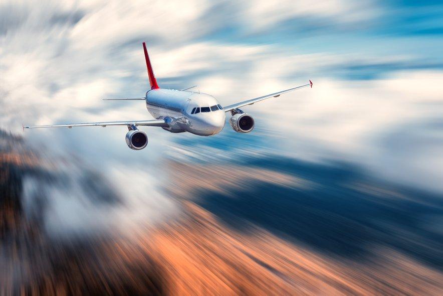 V letalu se oblikuje svoj svet, v katerem veljajo svoja, drugačna pravila.