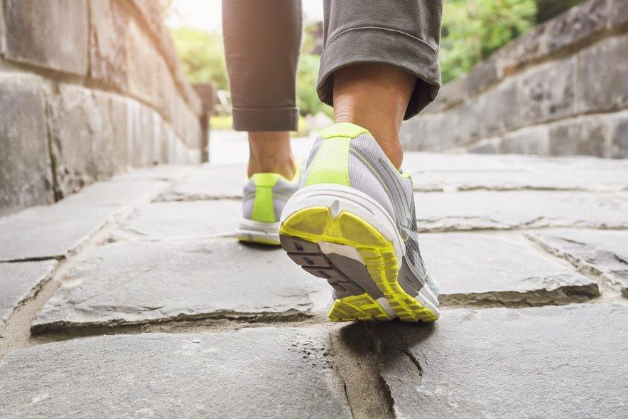 Imejte čim bolj aktiven življenjski slog. Ni dovolj, da telovadite trikrat tedensko po eno uro, če sicer večino časa sedite.