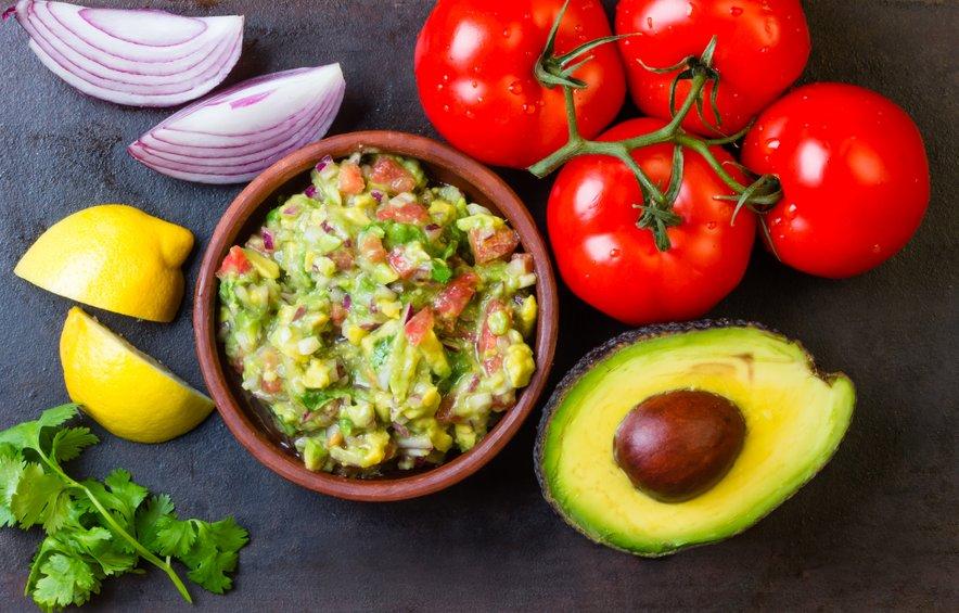 Pomaka guacamole je zanimiv način, kako lahko v svojo prehrano vključimo avokado.