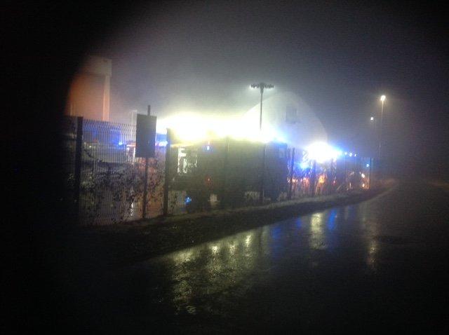Z omejitvijo požara se trenutno borijo škofjeloški prostovoljni gasilci.