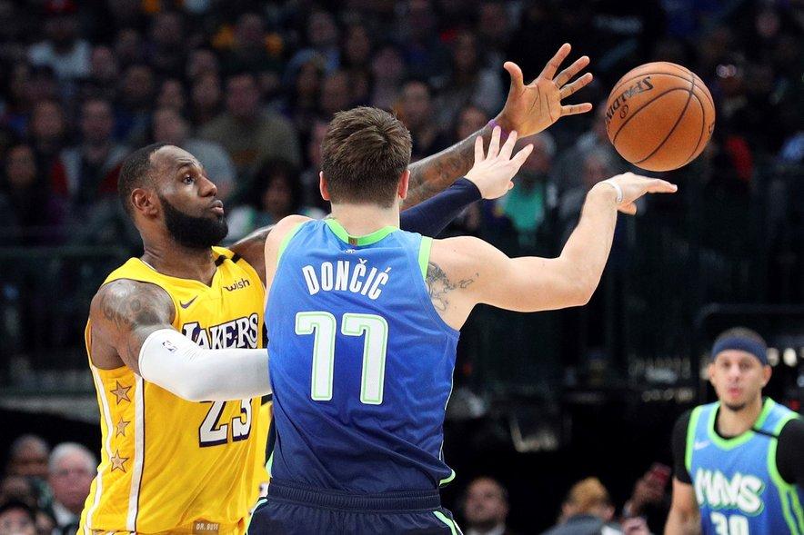 LeBron James ustavlja Luka Dončića na medsebojnem obračunu v rednem delu sezone.