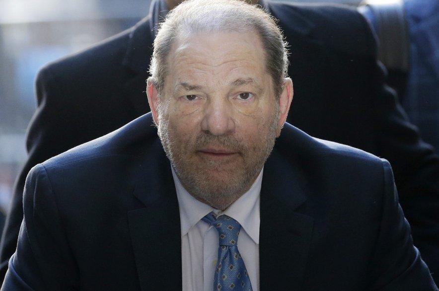 Harvey Weinstein je za posilstvo in spolne napade dobil 23 let zaporne kazni.