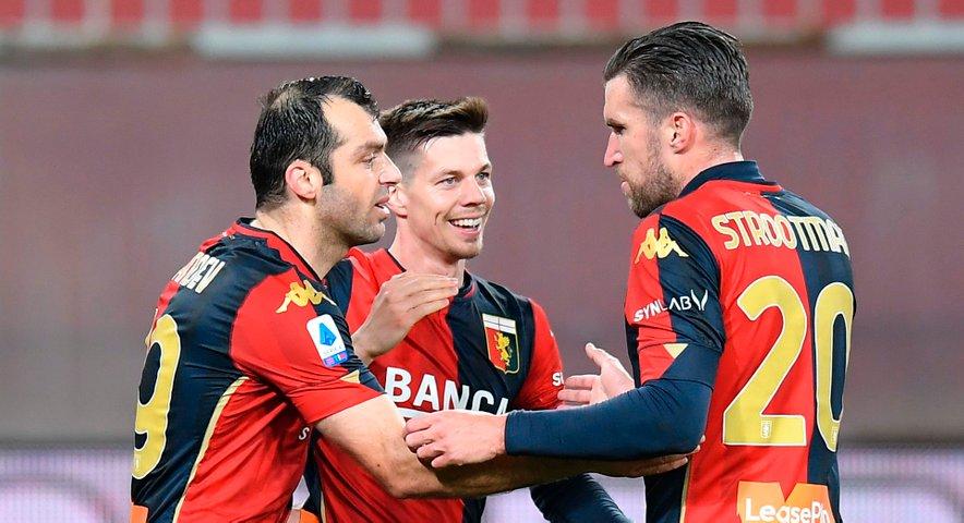 Miha Zajc se je s soigralci veselil nove zmage.