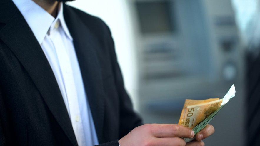 Ležarine niso nekaj novega, tudi v tujini postajajo vse bolj pogosta praksa bančnega sektorja, poudarjajo banke. Sprva so bile predvsem za podjetja in podjetnike, vse več bank pa jih uvaja tudi z fizične osebe.