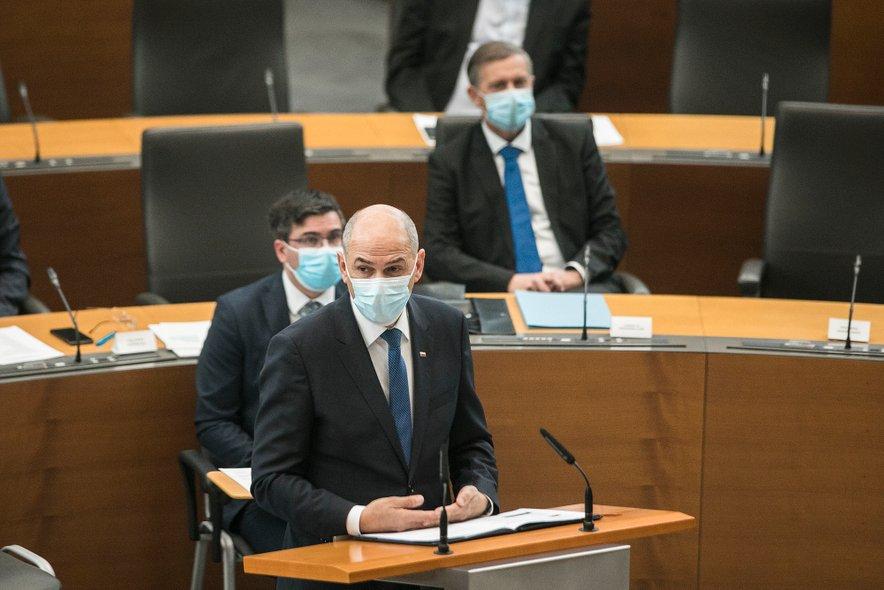 Janez Janša meni, da lahko v kratkem pričakujemo tretji val epidemije.