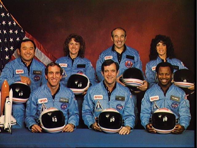 Posadka raketoplana Challenger. Med sedemčlansko posadko je bila tudi 37-letna Christa McAuliffe.
