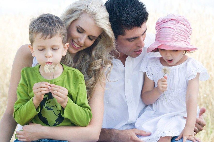V obdobju starševstva partnerja postavita želje in potrebe otrok pred medsebojni odnos.
