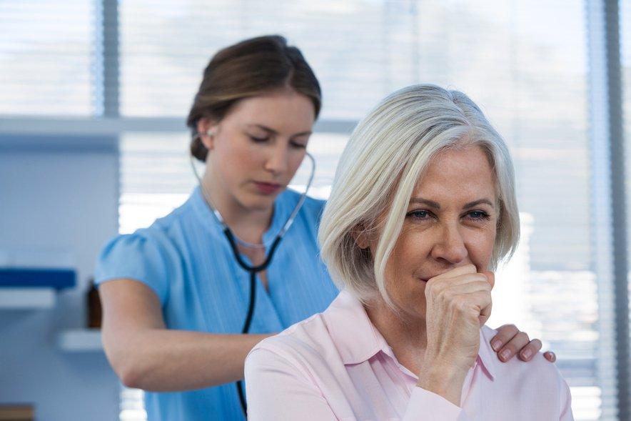 Večina ljudi, ki imajo dober imunski sistem in so sicer zdravi, pljučnico preboli brez zapletov.
