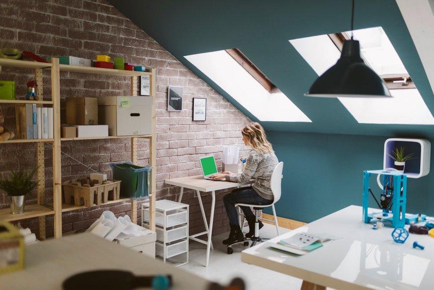 Domačo pisarno si lahko uredite po svoji želji.