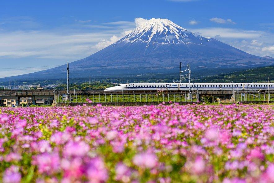 Če si boste Japonsko ogledali z vlakom, vam lahko to prihrani ogromno denarja in časa.