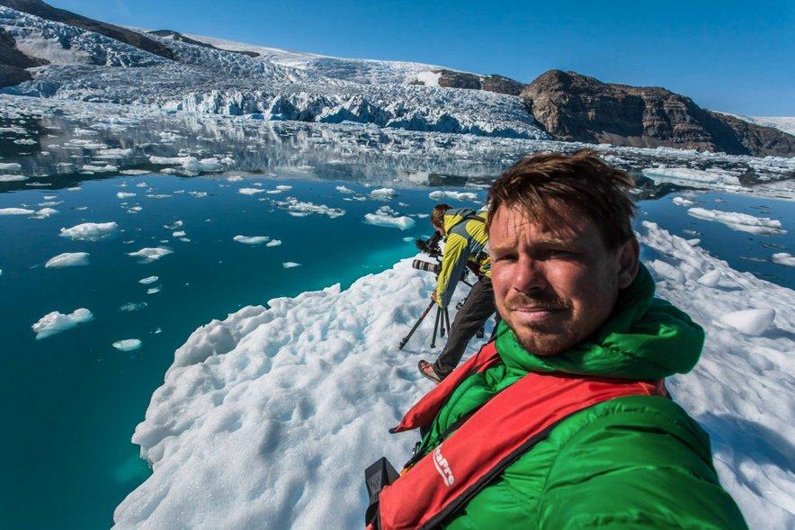 Jure Breceljnik med snemanjem dokumentarnega filma Zadnji ledeni lovci