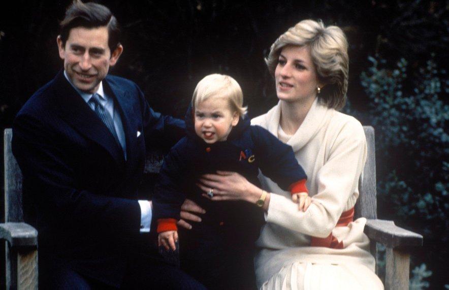 Ker je bil ves čas Elizabetinega vladanja Charles prvi v vrsti za prevzem prestola, je bil njegov izbor za nevesto izredno spremljana tema v medijih.