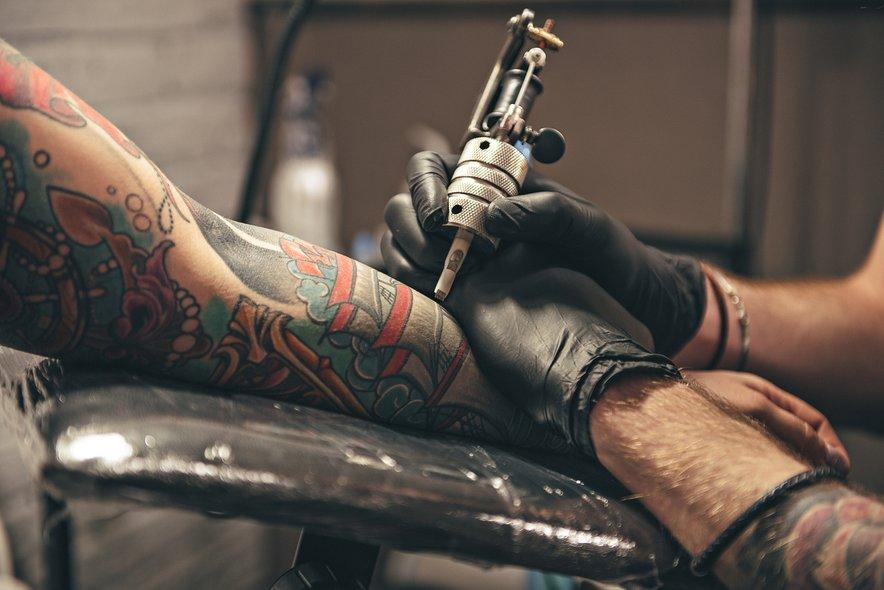 Si želite namakati v tradicionalnem japonskem onsenu? Če imate tetovaže, boste morda imeli težave.