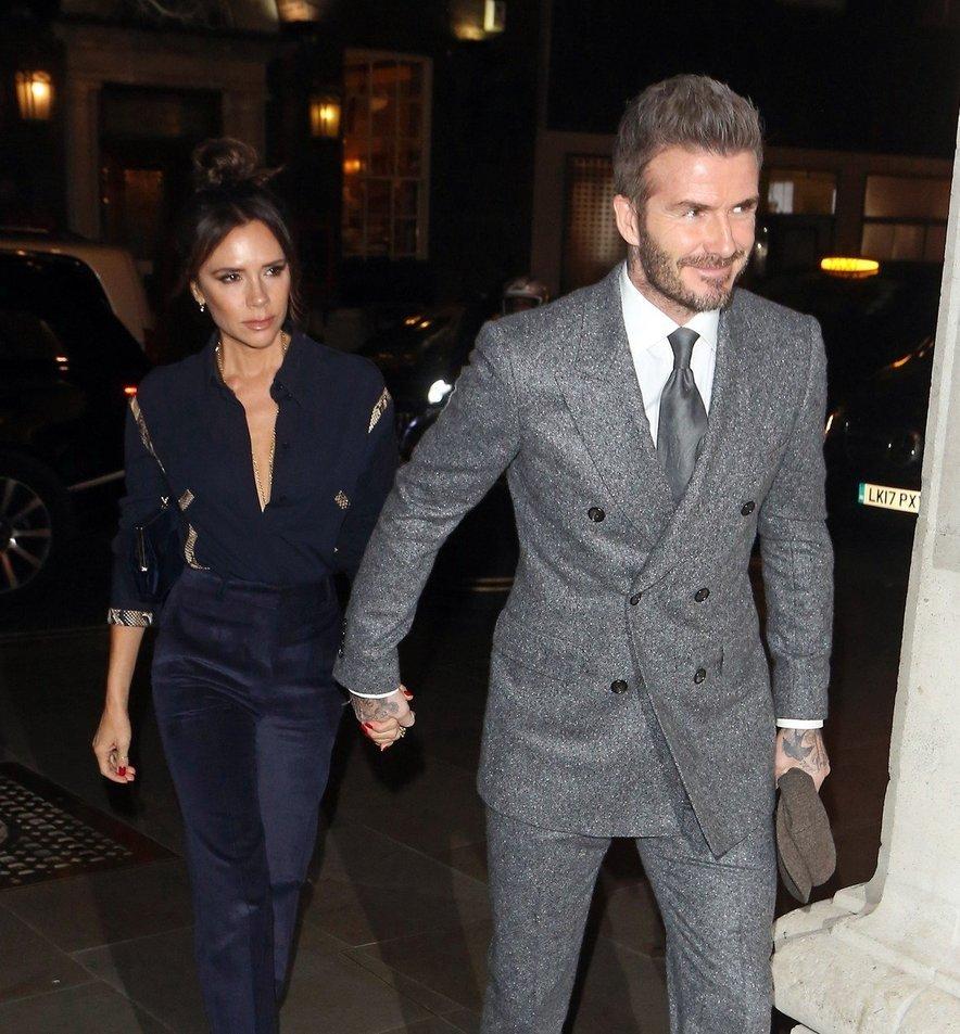 David je ves večer Victorio ljubeče držal za roko.