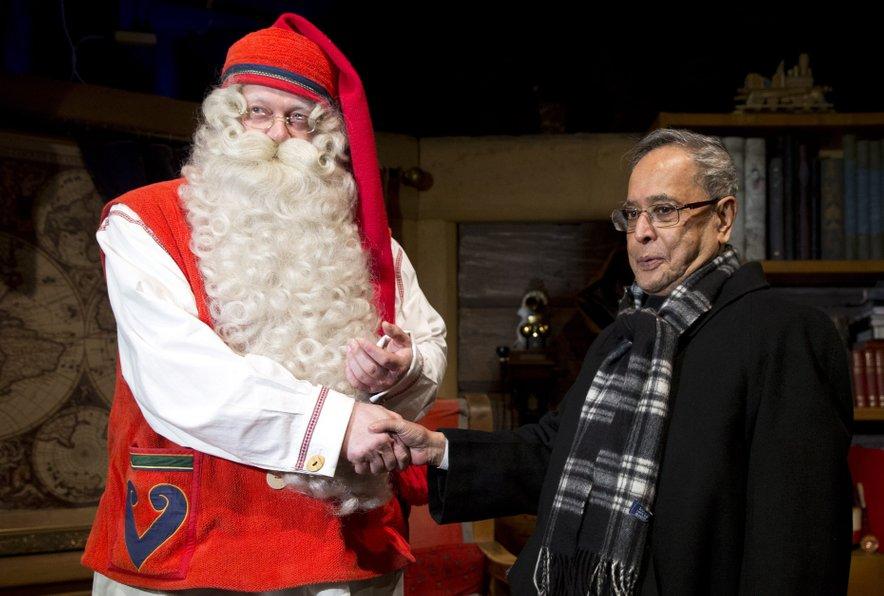 Božiček pravi, da obiskovalcev ne deli na pomembneže in navadne smrtnike, s prepoznavni obrazi vseeno radi zavijejo k njemu na obisk. Leta 2014 ga je obiskal takratni indijski predsednik Pranab Mukherjee.