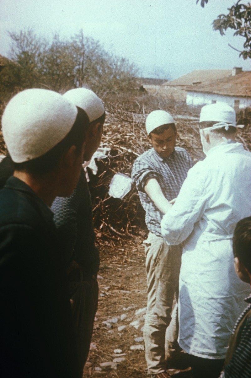Cepljenje proti virusu črnih koz marca 1972 na Kosovu
