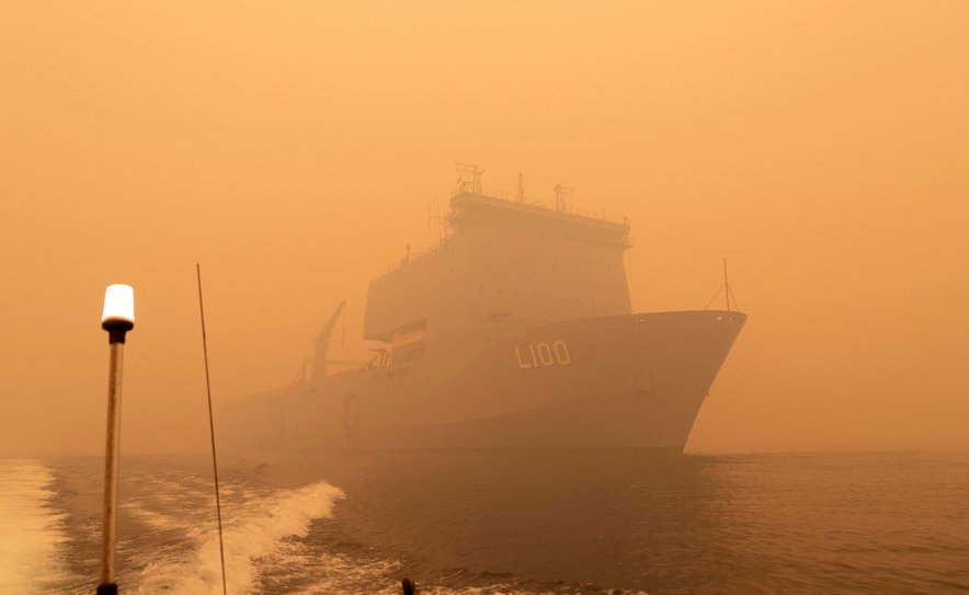 HMAS Choules, evakuacija z obale v Avstraliji