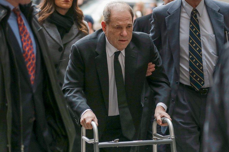 Harveyju Weinsteinu prestaja 23-letno zaporno kazen.
