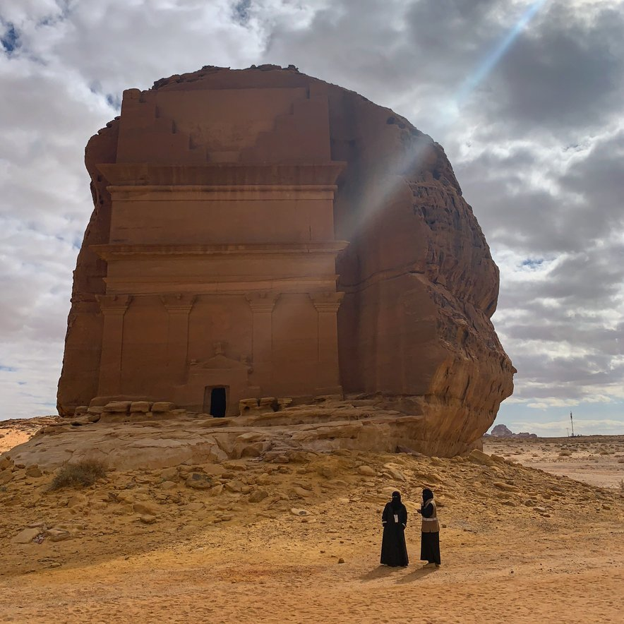 Al Ula je velikanska oaza obdana s skalnimi osamelci.