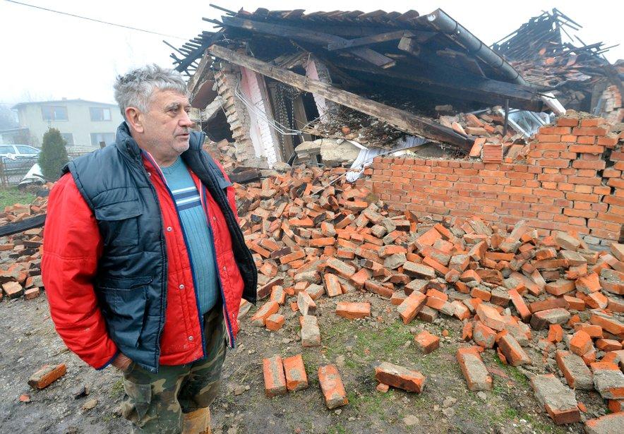 V potresu konec decembra je bilo poškodovanih več kot 30.000 objektov.