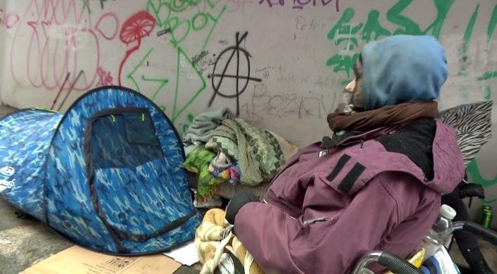 Med brezdomci