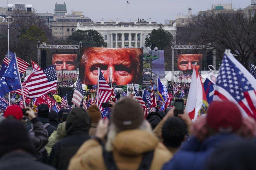 Trump ima med podporniki podobo nezmotljivega genija.