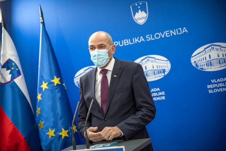 Janez Janša je na izredni novinarski konferenci spregovoril o pojavu angleškega seva v Sloveniji.