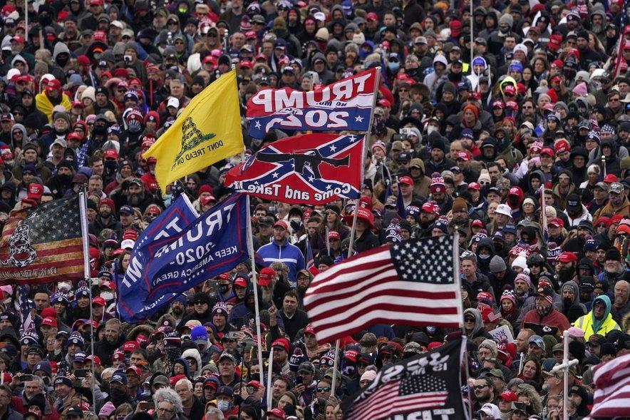 Protest Trumpovih privržencev ob razglasitvi Bidnove zmage.