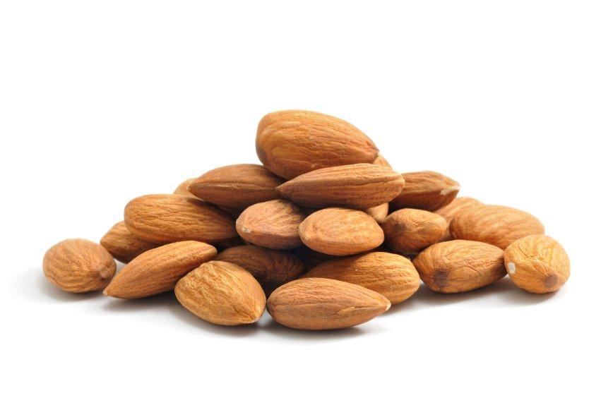 Oreščki so polni zdravih in dobrih maščob, a mandlji so tisti, ki imajo najmanj kalorij.