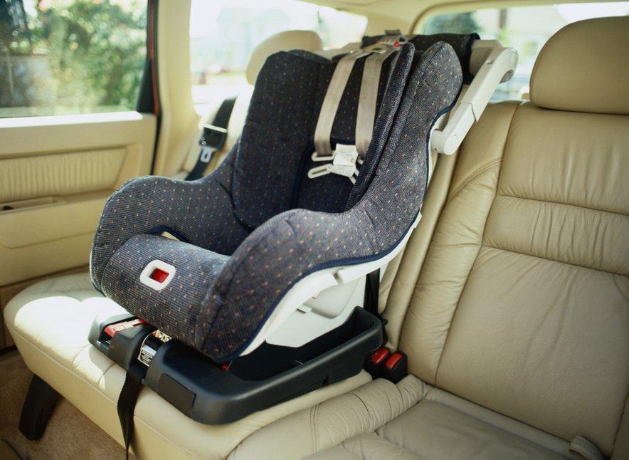 Italijani bodo morali imeti od prvegajulija letos otroškesedežes posebnimalarmom, kipreprečuje, da bi starši pozabili otroka v avtomobilu.