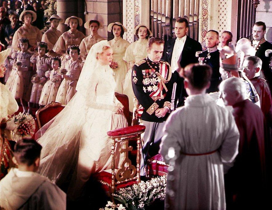 Njuno poroko je preko televizijskih ekranov spremljalo več kot 3 milijone ljudi, na sami poroki pa jih je bilo več kot tisoč.