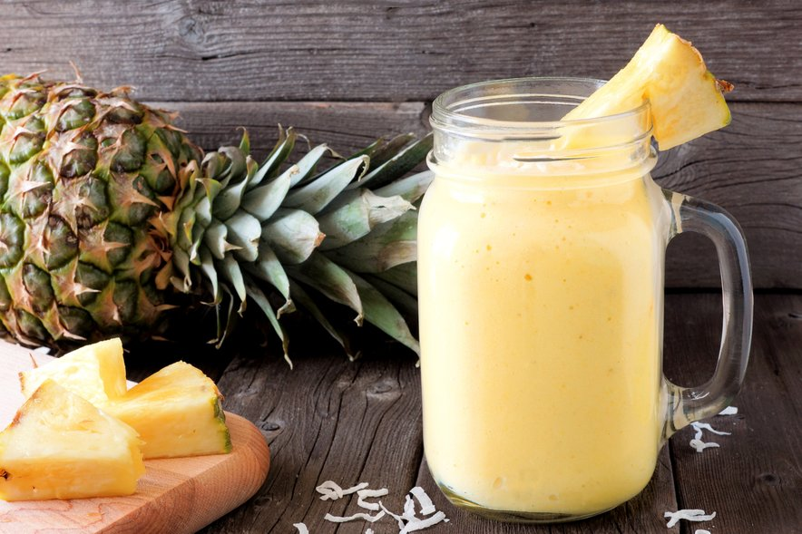 Pripravite si lahko sadno solato, ananasov sok, dodate ga lahko celo k mesnim jedem ali si iz njega pripravite smoothie.