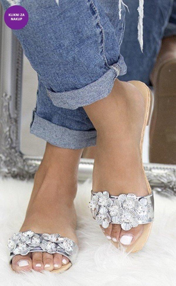 Poletni sandali z rožicami