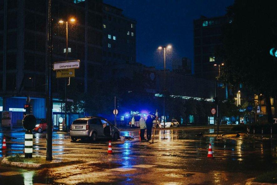 V prometni nesreči je bilo poškodovanih pet oseb.