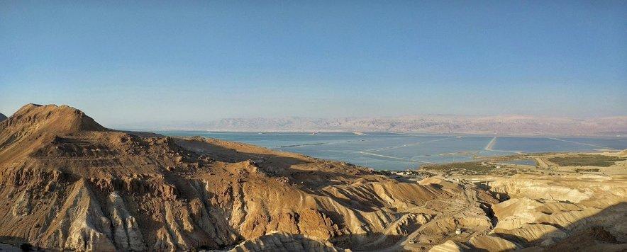 Ob robu Mrtvega morja se na nadmorski višini nekaj deset metrov nad morsko gladino nahaja znamenita Masada.