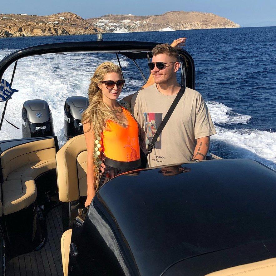 Paris Hilton je uživala v družbi zaročenca.