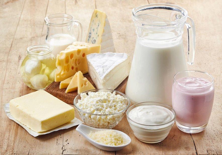 Če se NE spopadate z alergijo na mleko ali laktozno intoleranco, se vam mlečnim izdelkom ni treba odpovedovati. V resnici so v zmerni količini zdravi za vas, a ne, če se spopadate z omenjenima stanjema.