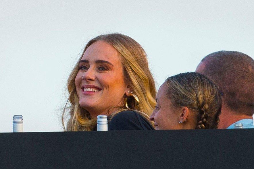 Adele pokazala vitko linijo