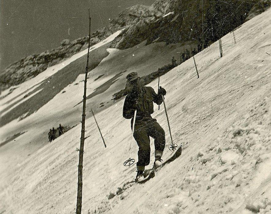 Vojaki so tekmovali večinoma na smučeh, ki so jih zaplenili vojakom nemških gorskih enot.