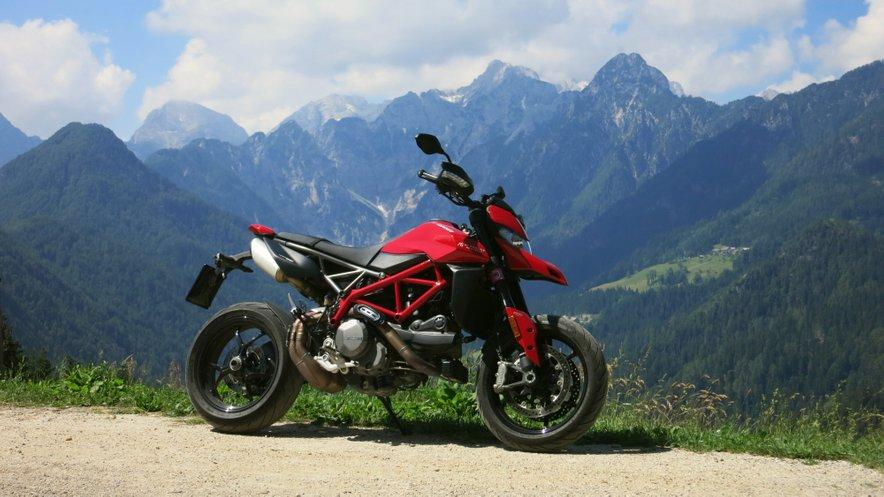 Ducati Hypermotard 950 bo zadovoljil vse potrebe motorista.
