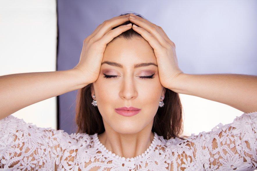 Vaje za zgornji del obraza pomagajo odpravljati glavobole in težave s sinusi, krepijo vid, izboljšujejo koncentracijo in dvigajo energijo.